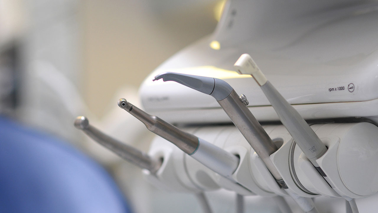 szájsebészet, szájsebészeti beavatkozások, foghúzás, bölcsességfog, eltávolítás, fogászati műtétek, beavatkozások, kezelések